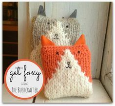 Easy fox free knitting pattern - small but could be adapted to larger size for pillow. More free fox knitting patterns at http://intheloopknitting.com/free-fox-knitting-patterns/