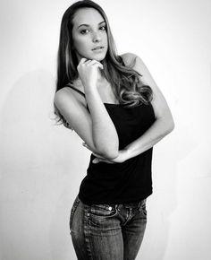 Nuestra bella #FPVModel Laura Teixeira en una de sus fotos Polaroid. .  Sabías que: las fotos tipo #Polaroid son la carta de presentación con la que un Modelo profesional debe iniciar su Book fotográfico. . Son fotografías producidas con la finalidad de mostrar al talento tal cual es sin ediciones ni mayor retoque digital o maquillaje.  Nos gustaría saber tu opinión cuéntanos Qué opinas del trabajo de @lauraateixeirap?  Foto Pose Venezuela hacemos de tu pasión una profesión…