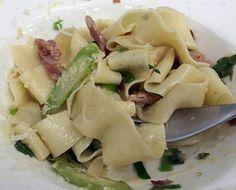Tagliatelle Fresco com Aspargos e Presunto, receita do chef Mario Batali.