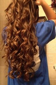 long curly hair Hair and Beauty Tutorials ❤ why does my hair not look like this? Love Hair, Great Hair, Gorgeous Hair, Amazing Hair, Beautiful, Absolutely Gorgeous, Permed Hairstyles, Pretty Hairstyles, Style Hairstyle
