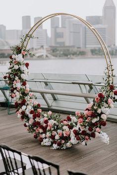 chic modern floral circular wedding arch ideas Wedding Ceremony Backdrop, Wedding Altar Decorations, Wedding Wreaths, Wedding Stage, Wedding Altars, Romantic Decorations, Romantic Wedding Decor, Modern Wedding Theme, Arco Floral