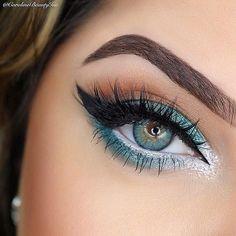 Blue green eyeshadow