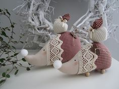 Festive up your home — both indoors and out — with our definitive list of easy-to-create Christmas decorations, crafts and centerpieces. Fabric Toys, Fabric Crafts, Sewing Crafts, Sewing Projects, Unique Christmas Gifts, Christmas Crafts, Christmas Decorations, Christmas Ornaments, Softies