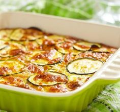 This tasty zucchini cheese casserole is delicious as a side dish or as a vegetarian main dish. It is also a great way to use up a bumper crop of zucchini. This zucchini casserole also makes a delicious low carb entry. Zucchini Gratin, Zucchini Cheese, Zucchini Casserole, Bake Zucchini, Casserole Recipes, Squash Casserole, Zucchini Enchiladas, Veggie Bake, Zucchini Parmesan