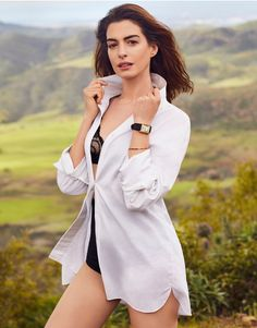 Anne Hathaway covers the June 2019 issue of Shape magazine photographed by Jason Kim. Anne Hathaway Catwoman, Anne Hattaway, Wwe Wrestler, Anne Jacqueline Hathaway, Most Beautiful Women, Beautiful People, Anne Hathaway Photos, Anne Hathaway Style, Jason Kim
