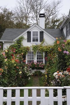 Find This Pin And More On Houses U0026 Cottages   Casas By Decorinspiratio.  Gorgeous Flower Filled Cottage Garden ...