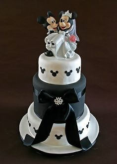 Mickey & Minnie Mouse wedding cake!                                                                                                                                                                                 More