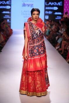 Gaurang Shah at Lakme Fashion Week Saree Draping Styles, Drape Sarees, Saree Styles, Indian Dresses, Indian Outfits, Modern Saree, Indian Silk Sarees, Indian Look, Indian Attire