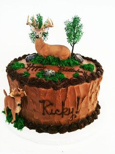 Thankselk cake.  Deer Hunting Cake by CristinaGutierrezPastry, via Flickr awesome pin