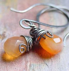 Easy to follow just finished doing Contrariwise ramblings: How to wirewrap a briolette or top-drilled bead