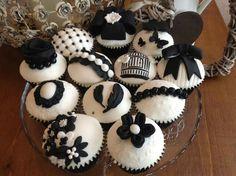 Vintage Black and White cupcakes Sugar Flowers, Paper Flowers, Black And White Cupcakes, Buttercream Flower Cake, Wafer Paper, Gum Paste, Vintage Black, Baking, Sweet