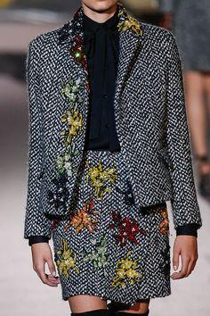 Embroidery modern fashion beautiful Ideas for 2019 Milan Fashion Weeks, New York Fashion, London Fashion, Chanel Jacket, Cooler Look, Fashion Details, Fashion Design, Ermanno Scervino, Modern Fashion
