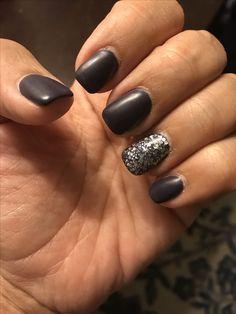 Dark gray matte with matte silver glitter. Silver Glitter, Glitter Nails, Fun Nails, Fall Nail Polish, Pretty Nail Art, Pastel Nails, Hair And Nails, Nail Designs, Nail Fashion