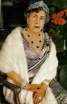 Ena in the all emerald version of the 1920 Cartier tiara, and wearing the magnificent emerald necklace she inherited from her godmother, Empress Eugenie of France. More info from the ever-brilliant Ursula at royal magazin.   https://royal-magazin.de/spain/emeralds-queen-ena-spain.htm