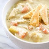 This Chicken Pot Pie Soup is a fun spin on a classic comfort food recipe! It is loaded with everything you love about the original and even has pie crust pieces on top! (Direct link in profile) #chefintraining #chefintrainingblog #buzzfeedfood #huffposttaste #dinner #soup #chickenpotpie