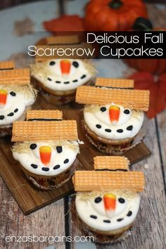 Scarecrow Cupcakes Recipe - The cutest little fall table dessert! These little guys are so cute for fall, halloween, and thanksgiving!