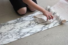 how to diy a faux marble table surface