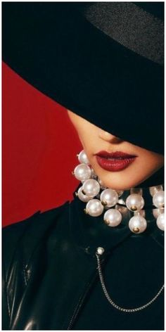 Street Photography, Portrait Photography, Fashion Art, Vintage Fashion, Fashion Photography Inspiration, Red Aesthetic, Red Lips, Photo Jewelry, Hats For Women