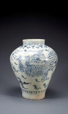 白磁青画雲龍文壷 | 収蔵品データベース::國立中央博物館