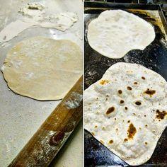 Para la receta de hoy (ah! pará chabón! como si hicieras una receta por día! delincuente!) vamos a usar ingredientes simples, sin muchas vueltas, y baratos. Ingredientes: 250gr de Harina 000 250gr deIngredientes: 250gr de Harina 000 250gr de Harina 0000 265cc de agua 100cc de aceite 10gr de sal La cosa es así, uso 2 tipos de harina diferentes porque uno le da fuerza y el otro elasticidad. Hay recetas con vinagre pero en este caso no me gusta usarlo. Así salen bien y son fáciles de estirar. Tortilla Recipe, Tapas Bar, Tasty, Yummy Food, Pan Bread, Cooking Together, Baking Tips, Brunch, Food And Drink