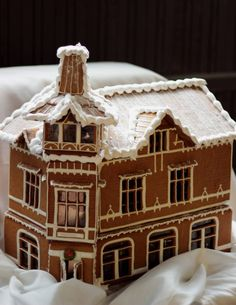 Love the flattened L-shape Gingerbread house Cool Gingerbread Houses, Gingerbread Village, Christmas Gingerbread, Gingerbread Cookies, Christmas Baking, Christmas Crafts, Xmas, Cookie House, Just Eat It
