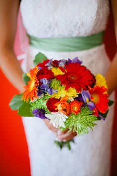 Fabulous Florals: 15 Bright Wedding Bouquets | The SnapKnot Blog | Kate Connolly Photography
