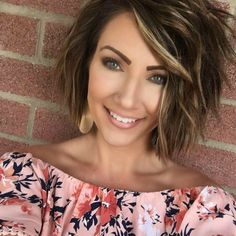 Popular Short Haircuts 2018 – 2019 Popular Short Haircuts 2018 – hort haircuts are possessing a foremost era at this moment. From iconic pixie cut to bangs and fringes,. Front Hair Styles, Medium Hair Styles, Curly Hair Styles, Hair Front, Haircuts For Curly Hair, Hairstyles Haircuts, Hairdos, Popular Short Haircuts, Short To Medium Haircuts