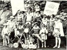 """""""El periódico EL Heraldo Orotava en la década de los años veinte del siglo XX, hablaba de los entonces carnavales en el Puerto de la Cruz, en las que sus sociedades celebraron bailes magníficos, sobresaliendo el del lunes en el Gran Hotel Taoro, en donde se hizo derroche de buen humor y sana alegría: un éxito para el incansable Señor Wildpret"""" #carnaval #carnival #Canarias"""