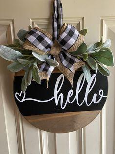Wooden Door Signs, Wooden Door Hangers, Wooden Doors, Welcome Signs Front Door, Front Door Decor, Wooden Welcome Signs, Wooden Wreaths, Hello Sign, Handmade Signs