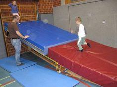 Landebahn | gerätelandschaften.de Gross Motor, Parkour, Physical Education, Problem Solving, Physique, Preschool, Basketball Court, Google, Games