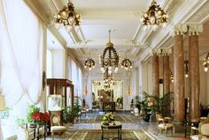 Hotel du Palais Imperial Resort & Spa is a luxury boutique hotel in Biarritz, France. Book Hotel du Palais Imperial Resort & Spa on Splendia and benefit from exclusive special offers !