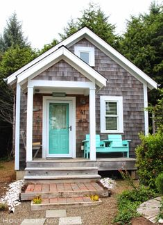 House of Turquoise: Turquoise Tour of Seabrook, Washington. Such a sweet cottage! #coastalliving