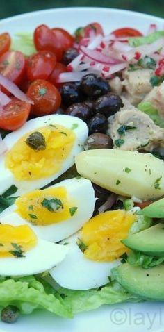 Ensalada Niçoise francesa.   25 Recetas de divinas ensaladas que vas a querer hacer durante todo el año