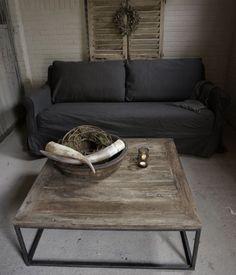 vierkante Salontafel gemaakt van oud hout - HerbersLifestyle Goth Home, Cool Coffee Tables, Sofas, Sweet Home, Cozy, Indoor, Living Room, House Styles, Interior