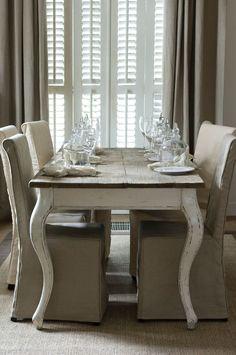 Tähän Rivièra Maisonin pöytään en voisi olla tyytyväisempi, vaikka olikin aika iso sijoitus.