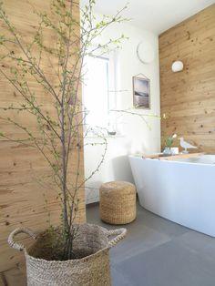 Bad mit Holz // freistehende Wanne