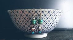 Handmade silver earrings with real turkoois and black fresh water pearl. www.ateliersb.nl