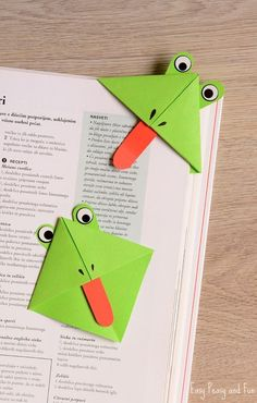 VISIT FOR MORE Fun art idea for kids (or kid at heart) to make: DIY Frog Corner Bookmarks! The post Fun art idea for kids (or kid at heart) to make: DIY Frog Corner Bookmarks! Diy Bookmarks, Corner Bookmarks, Bookmarks For Kids, Origami Bookmark, Bookmark Craft, Easy Crafts, Diy And Crafts, Paper Crafts, Bookmarks