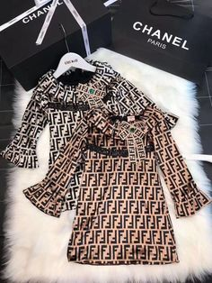 This is the latest style of ! Luxury Baby Clothes, Designer Baby Clothes, Baby Kids Clothes, Girls Fashion Clothes, Toddler Fashion, Kids Fashion, Baby Boutique Clothing, Kids Clothing Brands, Little Girl Dresses