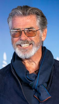 Actor Pierce Brosnan attends a photocall during the Deauville American Film Festival on September 2019 in Deauville, France Handsome Older Men, Most Handsome Actors, James Bond Women, Older Mens Hairstyles, American Film Festival, Pierce Brosnan, Richard Gere, Beard Styles For Men, Men With Grey Hair