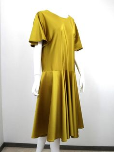 Robe biais dorée Short Sleeve Dresses, Dresses With Sleeves, Fashion, Sweet Dress, Bell Sleeves, Skirt, Moda, Sleeve Dresses, Fashion Styles