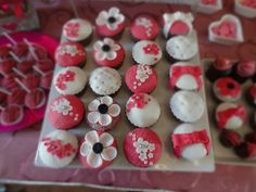 White & pink cupcakes for a sweet table