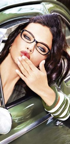 (look down): Adriana Lima for VOGUE Eyewear 2015 Sweet, seductive & sexy! Hot Girls, Non Blondes, Beautiful People, Beautiful Women, Beautiful Eyes, Puffy Eyes, Womens Glasses, Ladies Glasses, Girls With Glasses