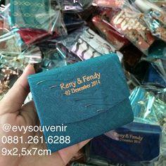 Dompet Batik kecil  Ukuran 9x2,5x7cm  Rp. 1500 (+sablon+plastik)  langsung hubungi zivie ya say di WA 0881.261.6288 atau LINE evysouvenir terima kasih ^^,