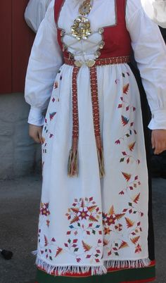 The Åmli bunad - the one worn here is actually 60 years old, inherited from her grandmother Norwegian Clothing, Summer Outfits Women, Folklore, Norway, Women's Fashion, Street Style, Costumes, Skirts, Clothes