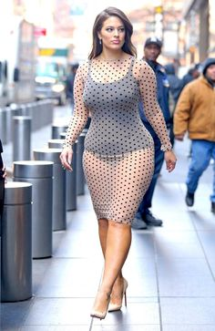 Plus size model ashley graham style - you will love plus size women https:/ Ashley Graham Outfits, Ashley Graham Style, Curvy Girl Fashion, Plus Size Fashion, Womens Fashion, Plus Size Dresses, Plus Size Outfits, Modelos Plus Size, Femmes Les Plus Sexy