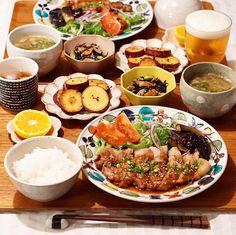節約できて簡単に作れる栄養満点の理想的な献立メニューを実践してみませんか? 肉・魚・野菜・きのこ類・海藻類など、豊富な食材をバランス良く取り入れた料理で簡単に美味しい夕食を楽しみましょう。忙しいアラサー女性に役立つ「1週間分の献立レシピ」をまとめてご紹介します。