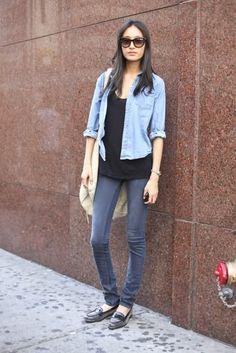 básica e prática com mocassim e blusa jeans.