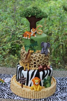 A Jungle Safari Cake With A Surprise Inside - Sweet Dreams and Sugar Highs - Jungle safari birthday cake - {hashtag} Jungle Safari Cake, Safari Birthday Cakes, Jungle Theme Birthday, Jungle Theme Parties, Safari Cakes, Jungle Party, Baby Birthday, Birthday Parties, Jungle Theme Cakes