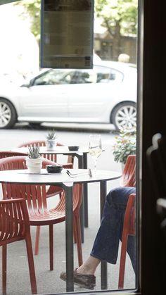 Blick nach draussen auf das Glogge Egge Boulevard Cafe.